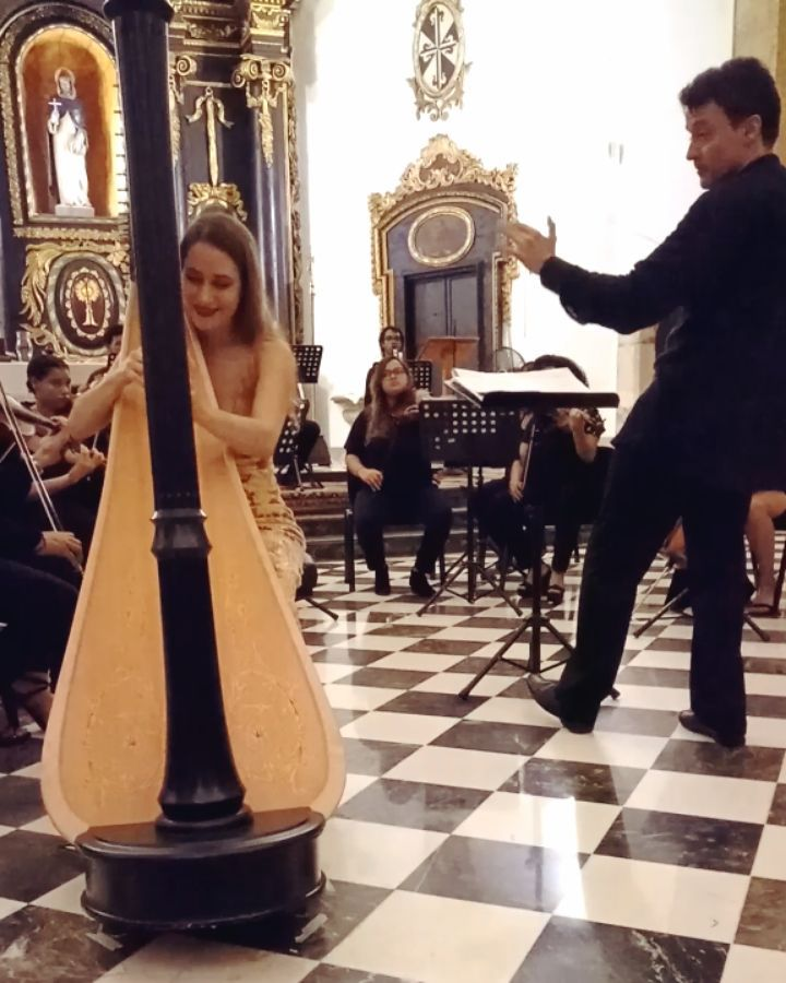 So happy to be sharing another snippet from Carlos Andrés Mejía Zuluaga's new harp concerto, Solstice Lunaire!! 🤩🤗️ This extract is from the end of the second movement. Huge thanks to @sibelle_marquez for this video from our concert with the Camerata Caribensis in Santo Domingo two weeks ago!  Endless thanks to the Camerata Caribensis for the invitation — what a delight it was to be back ️ music